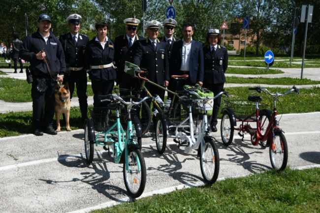 Donate Alla Polizia Locale 3 Biciclette A Tre Ruote Per I Bambini