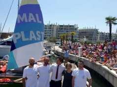 """La barca """"Mal di Plastica""""sta navigando alla volta di Venezia"""