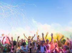 Holi: a Caorle la festa dei colori