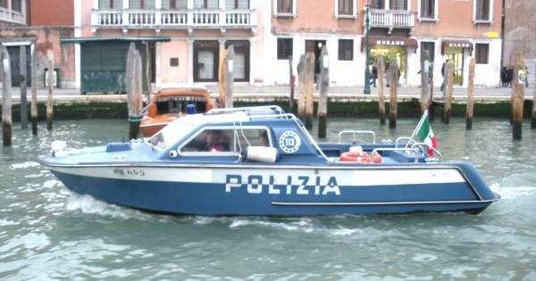 Controlli di polizia a Venezia: beccate due borseggiatrici