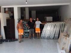 Jesolo in soccorso della spiaggia di Numana: il comune era stato colpito da eccezionali eventi atmosferici. Donati 65 ombrelloni e 65 lettini di alluminio.