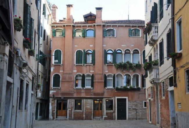 Venezia: tre spari nella notte a Rialto