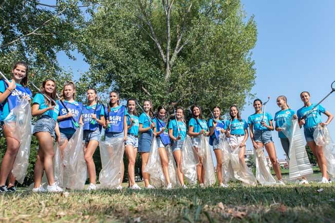Jesolo: le Miss ripuliscono le rive del fiume Sile