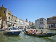 Turista sequestra la commessa dello sportello di cambio