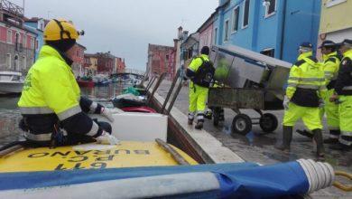 Acqua alta: numerosi volontari di Protezione civile a Burano