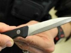 Ostello della Gioventù: cacciato dalla festa, torna armato di coltello