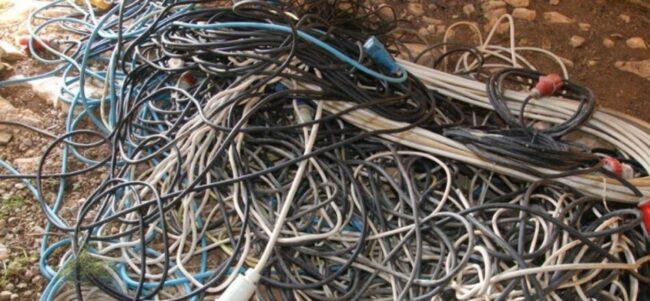 Cantiere edile razziato: ladri scappano con 100 chili di cavi