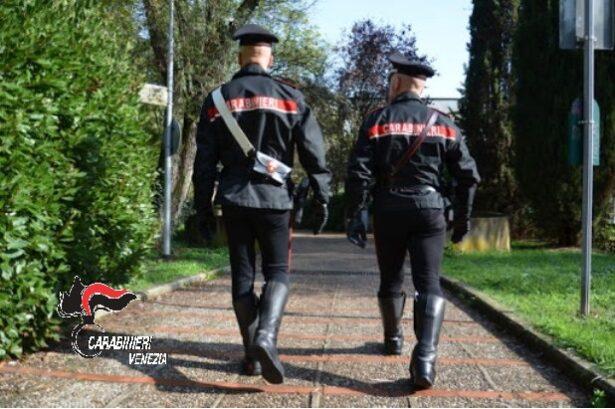 Spinea, minaccia i genitori: arrestato un 51enne