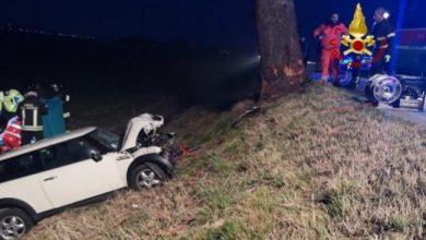 Auto contro un platano a Chioggia: muore una 38enne