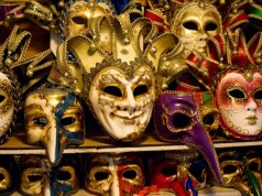 Maschere del carnevale di Venezia: 42mila pezzi sequestrati