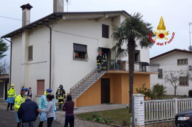 Portogruaro, incendio in casa feriti due anziani