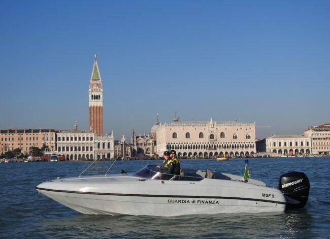Imbarcazioni sequestrate a Venezia: trasportavano abusivamente i turisti - Televenezia