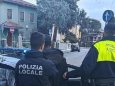 Spaccia eroina alla fermata del tram: arrestato