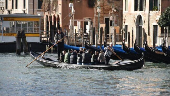 Traghetti da parada: al via al Giglio, alla dogana e al Carbon
