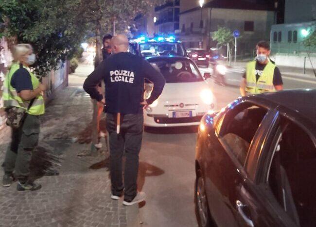 Mestre, polizia locale vigila sulla movida: due patenti ritirate