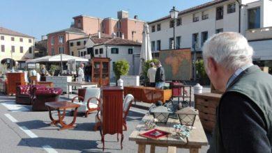 """Mirano: """"Gli oggetti dei nonni"""" riaprono la piazza dopo il Covid - Televenezia"""