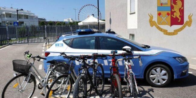 Jesolo, ladri di biciclette fermati nella notte dalla Polizia