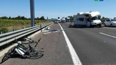 Photo of Passante di Mestre: scoppia pneumatico, camper contro il guard rail