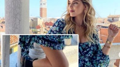 Photo of Chiara Ferragni: con lo Stivale sul parapetto di Scala Contarini