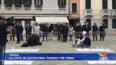 Photo of La protesta dei ristoratori in Campo Santo Stefano a Venezia