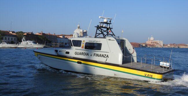 Barca in difficoltà a causa del vento a Porto Caleri - Televenezia