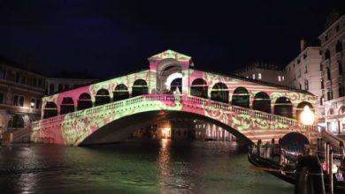 Ponte di Rialto si tinge d'arte in omaggio ai 1600 anni di Venezia