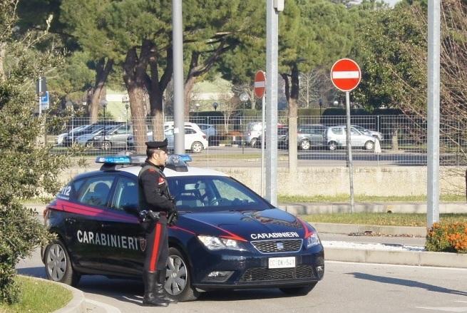 Sottomarina, blitz dei carabinieri in un hotel: ospiti identificati - Televenezia