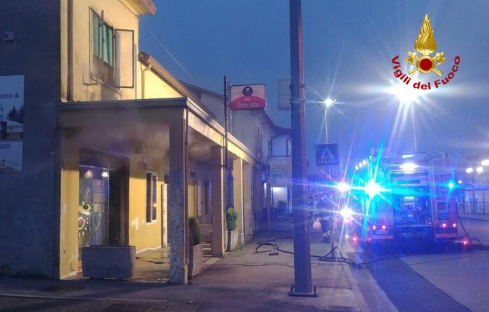 Campologno Maggiore: bar in fiamme