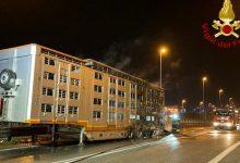 Incendio in Romea: autista vede fumo e riesce a liberare le mucche