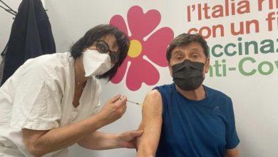 Gianni Morandi si vaccina contro il Covid a due mesi dall'incidente