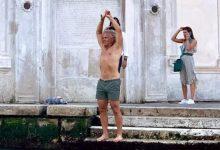 Turisti indisciplinati a Venezia: nessun rispetto per la città