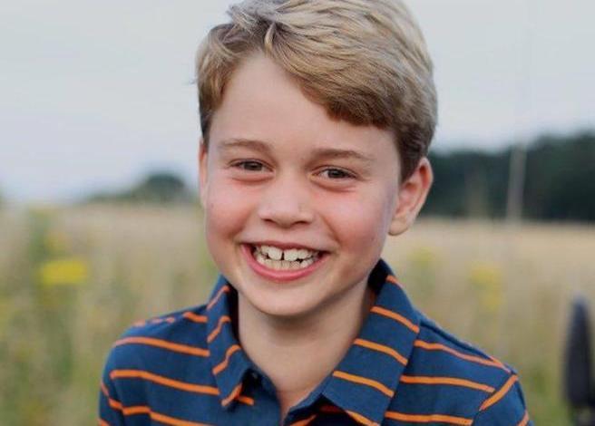 Il principe George compie 8 anni, omaggio di William e Kate a Filippo - Radio Venezia