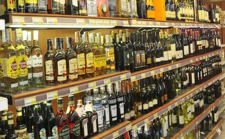 Jesolo, sequestri 6 mila litri di alcolici venduti nei minimarket