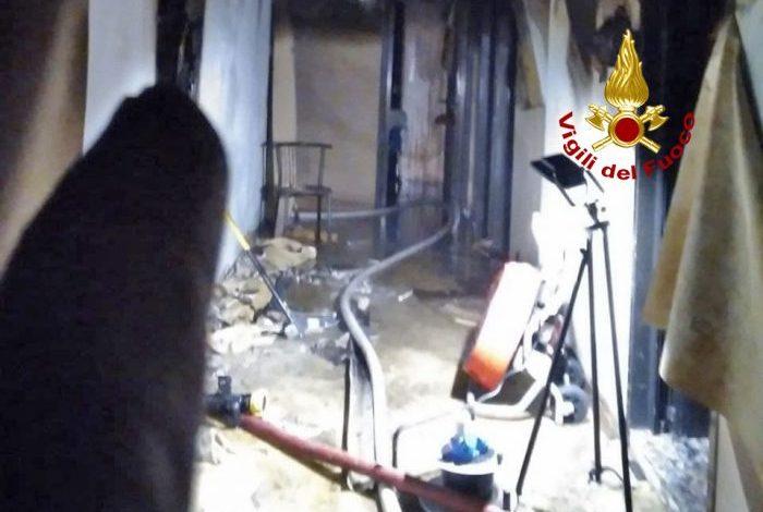 Incendio in un hotel di Jesolo chiuso da qualche anno - Televenezia