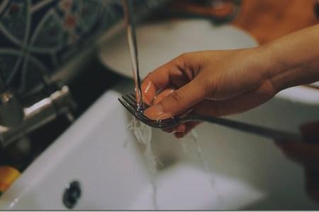 Lavar platos al emigrar, el éxito de los venezolanos en el exterior