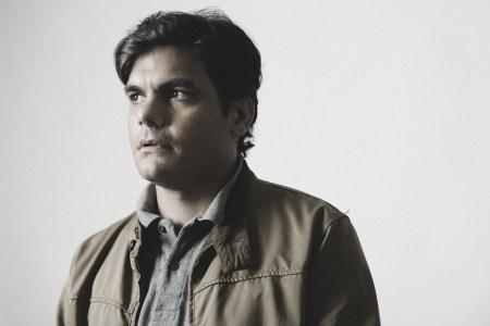 """Luis Freites: """"Barrio Bonito es una semi-novela sobre la realidad de Venezuela"""""""