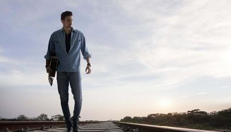 Pedro Escalante, cantautor venezolano que mueve al público latino