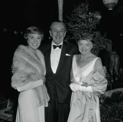 Pamela Travers insieme a Julie Andres e Walt Disney.