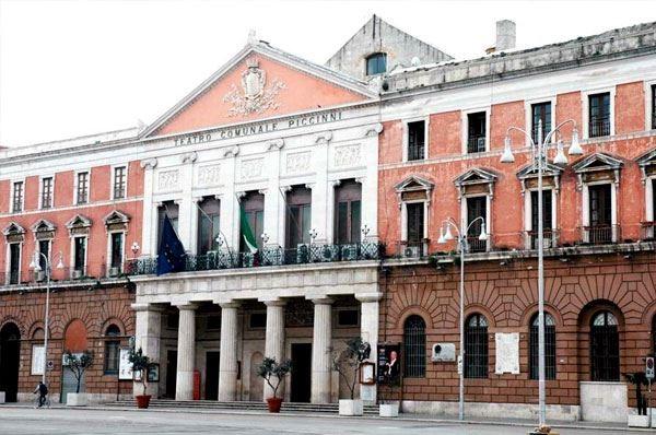 Risultati immagini per Teatro Piccinni di Bari foto