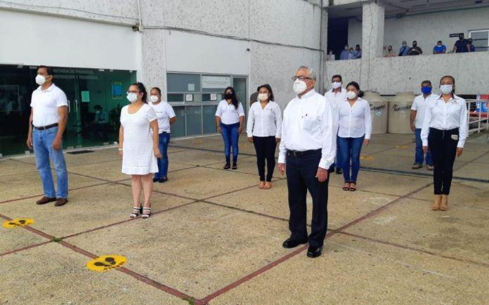 Minuto de silencio de autoridades locales en Minatitlán por víctimas de COVID-19