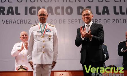 Discurso del Gobernador Miguel Ángel Yunes Linares en la entrega de la Medalla «Ignacio de la Llave» al General Juan Manuel Rico Gámez y al Almirante Fernando Arturo Castañón Zamacona
