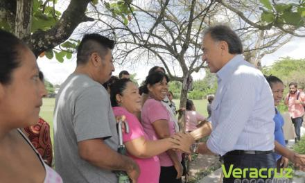 Gobernador Yunes recorre zonas afectadas por las inundaciones en Álamo
