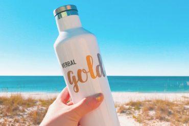 travel blogger beach essentials