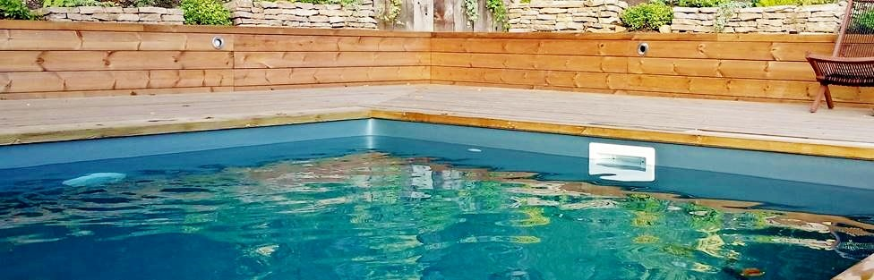 Coin des affaires d stockage de piscine en bois for Piscine encastree