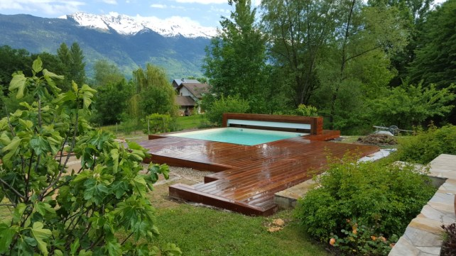 PIsicne carree et terrasse en bois exotique