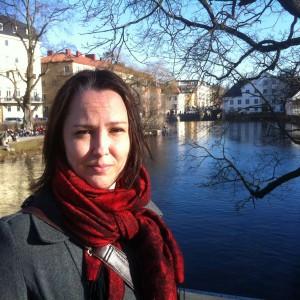 Skollagen förbjuder avgifter för skolaktiviter, ändå förekommer detta, säger forskaren Stina Fernqvist.