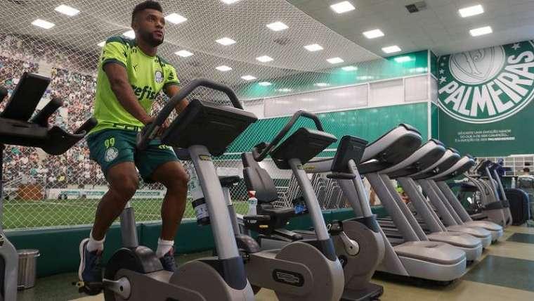Borja treina no Centro de Excelência do Palmeiras