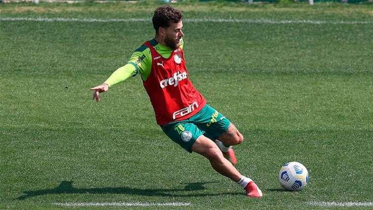 Lucas Lima em treino na Academia de Futebol do Palmeiras