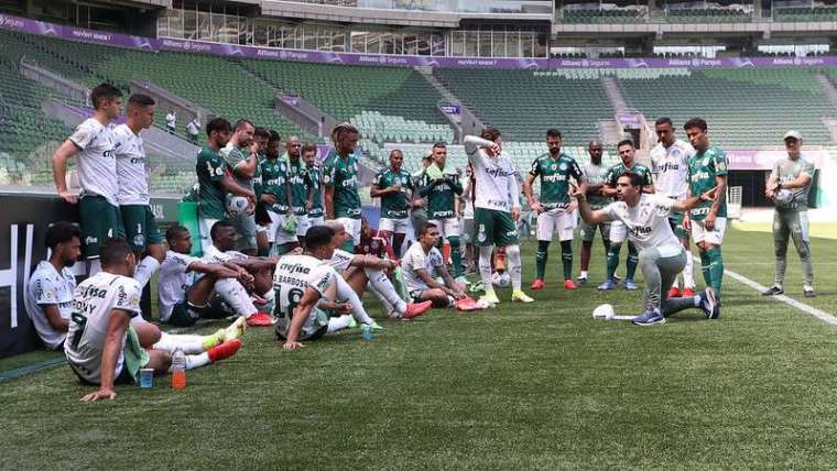 O elenco do Palmeiras em jogo-treino no Allianz Parque