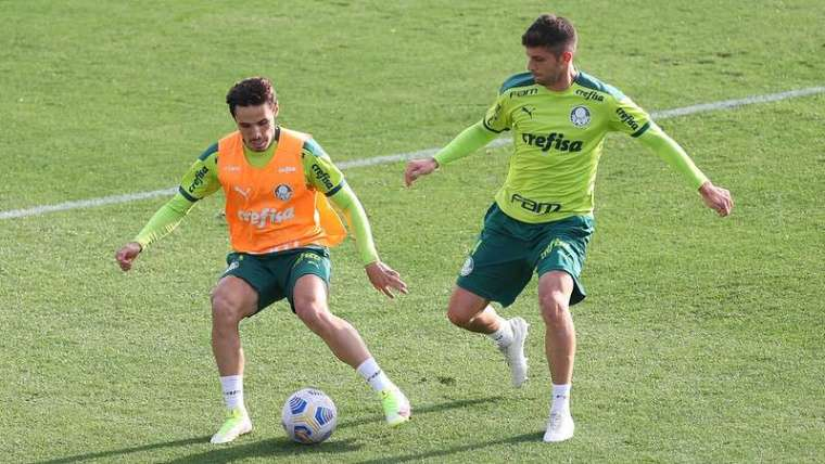 Raphael Veiga e Kuscevic durante treino do Palmeiras na Academia de Futebol.